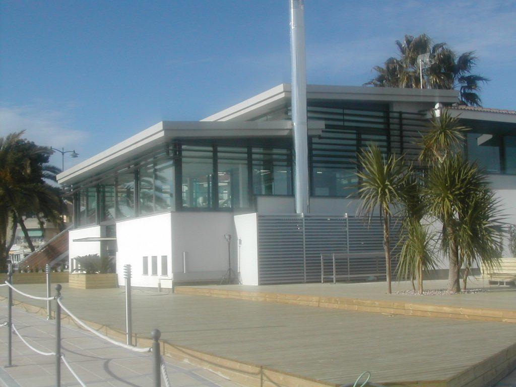 Carpintería de aluminio para edificios públicos - Club Nàutic Cambrils
